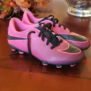 Nike Youth Girls soccer cleats